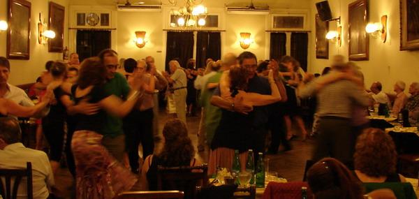 tango-milonga-private-tour-classic-buenos-aires-milonga