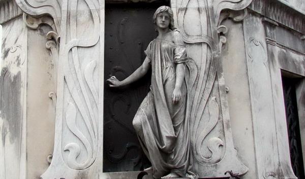 private Recoleta cemetery tour Rufina Cambaceres grave