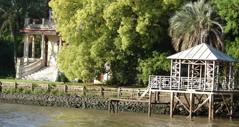 private-tour-guide-to-tigre-beatutiful-pier-at-tigre