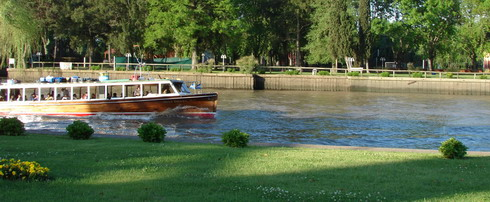 private-tour-guide-to-tigre-boat-between-tigre-gardens