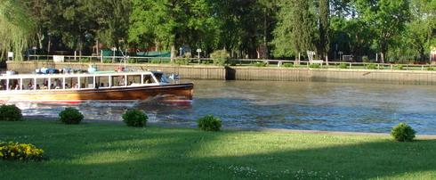 private-tour-guide-to-tigre-boat-between-tigre-gardens