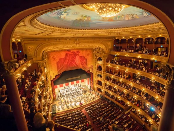 Private tour guide in Buenos Aires Teatro Colon Opera House view from a balcony